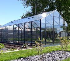 drivhus i aluminiumkonstruksjon og glass